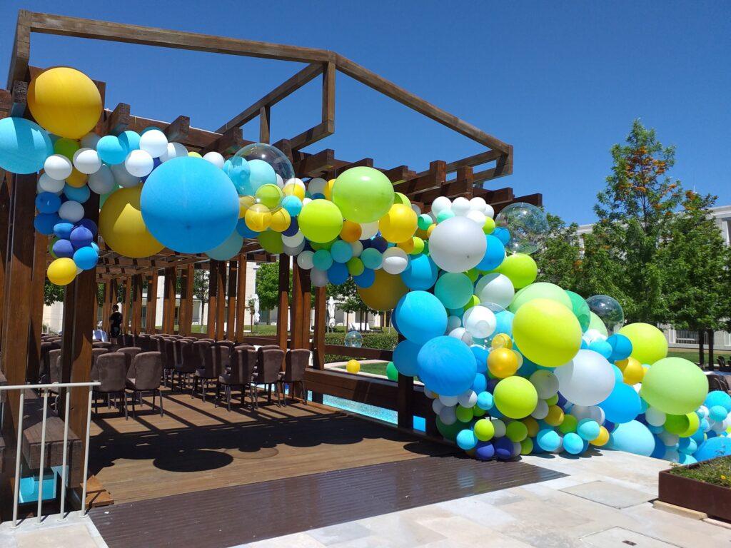 Decoração de Balões para festas - decoração casamento Balões coloridos - Oficina de Sonhos - SERVIÇOS DE ANIMAÇÃO INFANTIL ALGARVE